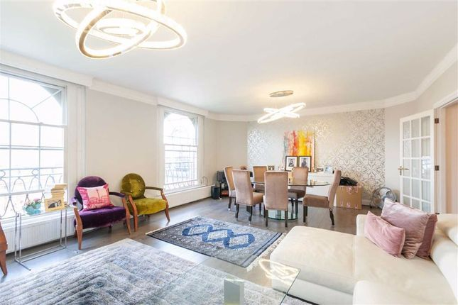 Flat to rent in Fitzjames Avenue, London