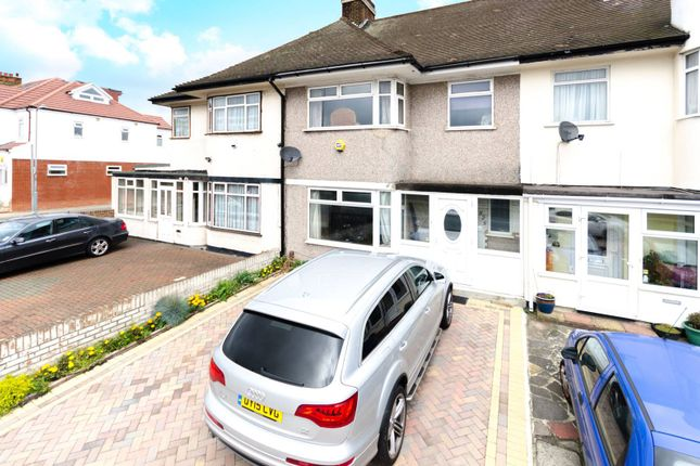 3 bed property for sale in Eastern Avenue, Ilford