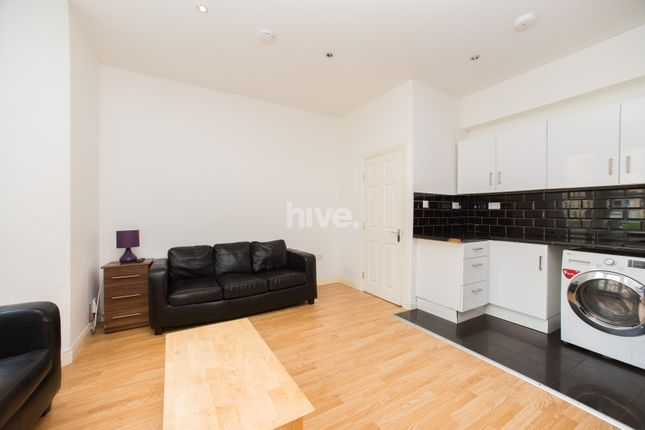 Thumbnail Flat to rent in Simonside Terrace, Heaton, Newcastle Upon Tyne