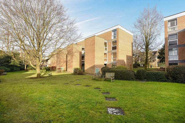Thumbnail Flat for sale in Butler Close, North Oxford