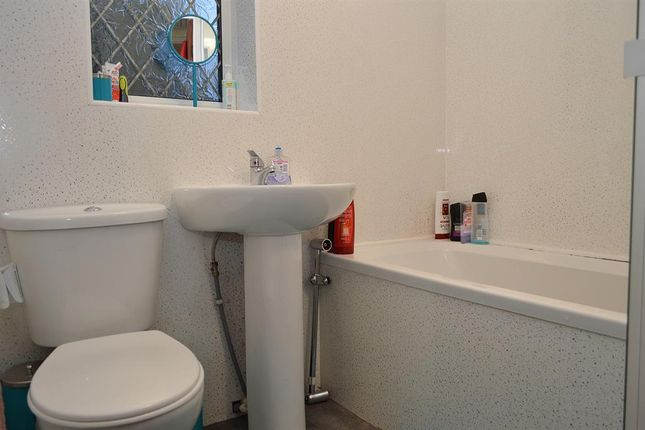 Bathroom of Abingdon Close, Chadderton, Oldham OL9