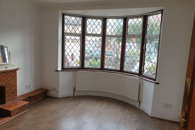 Thumbnail Semi-detached house to rent in Sutton Hall Road, Heston