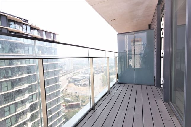 Thumbnail Flat to rent in Glasshouse Gardens, London
