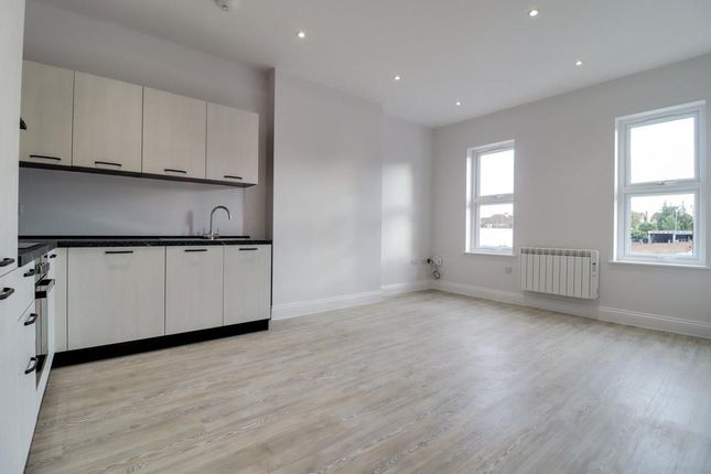 1 bed flat for sale in London Road, Westcliff-On-Sea SS0