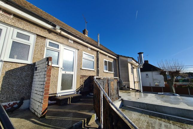 2 bed flat to rent in London Road, Rayleigh, Essex SS6