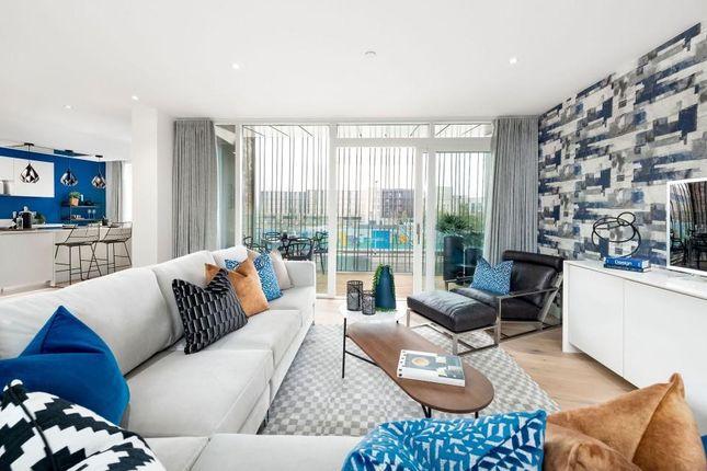 3 bed flat for sale in Eddington Avenue, Cambridge CB3