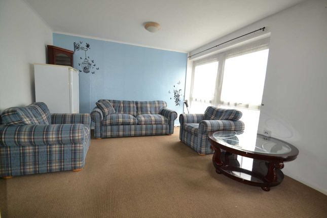 Thumbnail Flat to rent in Dunedin Way, Yeading, Hayes