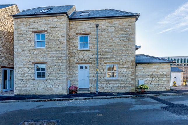 Thumbnail Town house for sale in Rock Road, Stamford