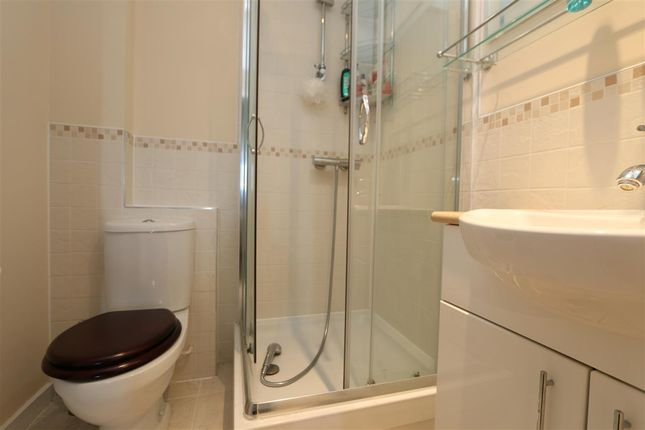 En Suite of Bassett House, 1 Durnsford Road, Wimbledon SW19