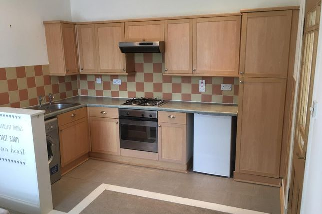 Thumbnail Flat to rent in Millhill Street, Dunfermline, Fife