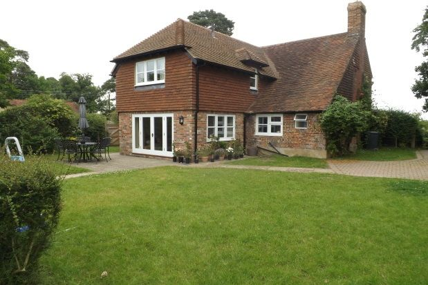 Thumbnail Farmhouse to rent in Spring Lane, Burwash, Etchingham