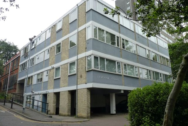 2 bed flat to rent in Lyngham Court, Crouch Hill, London N4