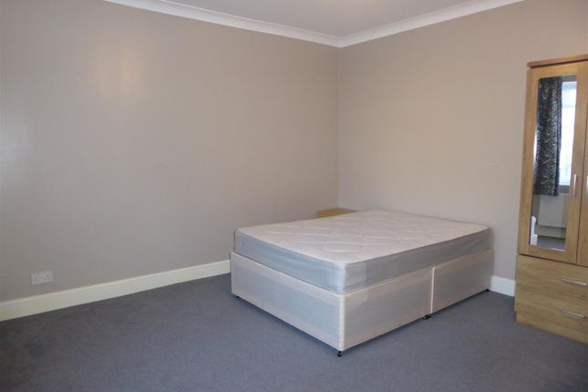 Bungalow to rent in Lampton Avenue, Hounslow