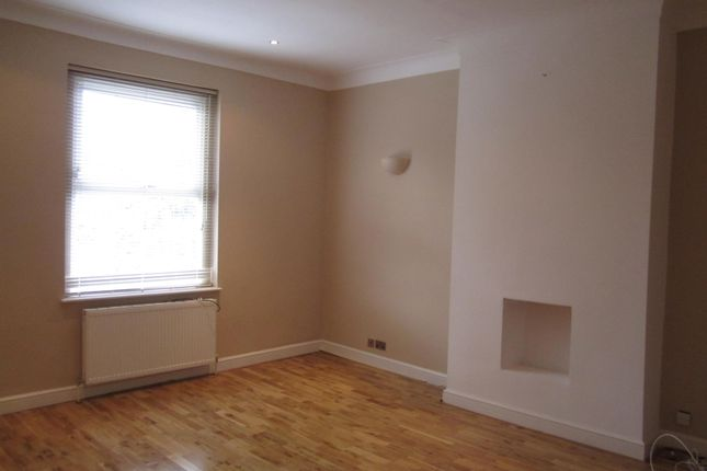 Thumbnail Maisonette to rent in Dacres Road, Forest Hill