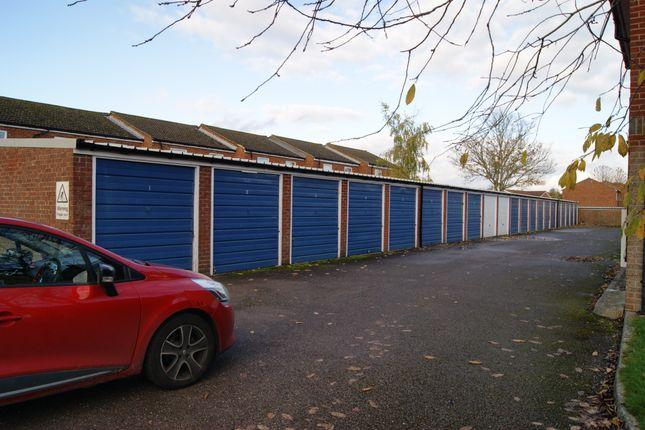 R039 Garages 1-21