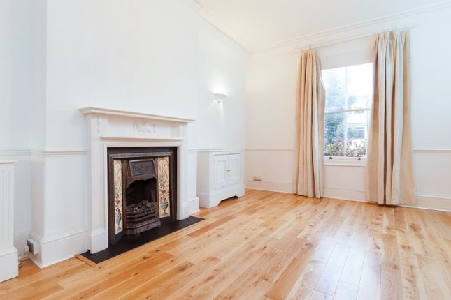 Thumbnail Flat to rent in Oseney Crescent, London