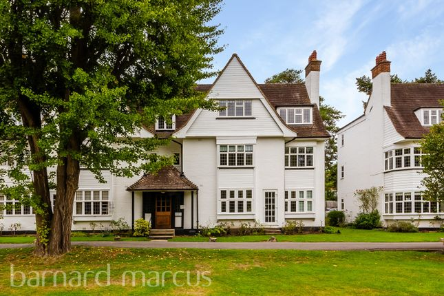2 bed flat to rent in Watts Road, Thames Ditton KT7