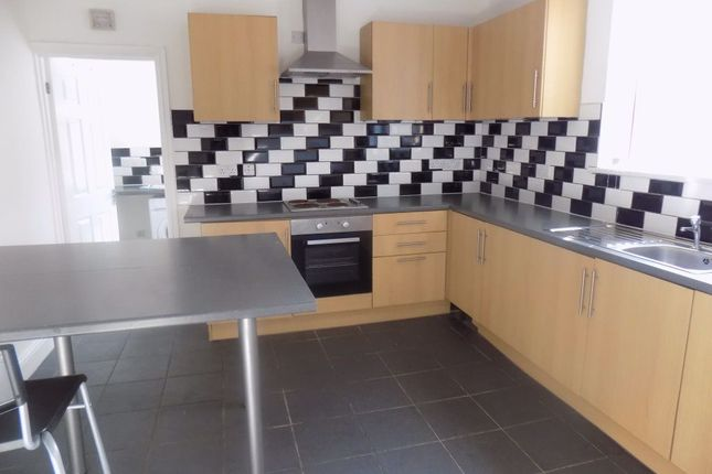 3 bed property to rent in St. Teilo Street, Pontarddulais, Swansea SA4