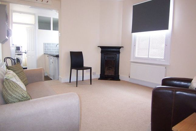 Thumbnail Flat to rent in Park Road, East Molesey