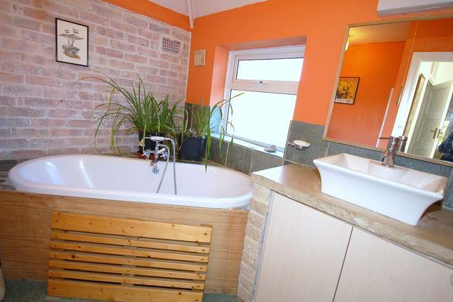 Bathroom of Higgs Lane, Bagshot GU19