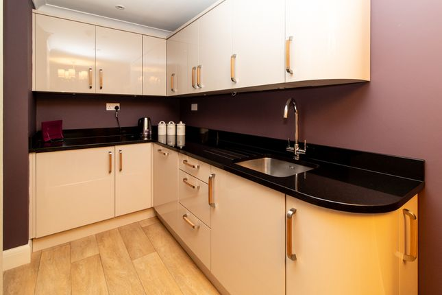 Communal Kitchen of Cranleigh Drive, Leigh-On-Sea SS9
