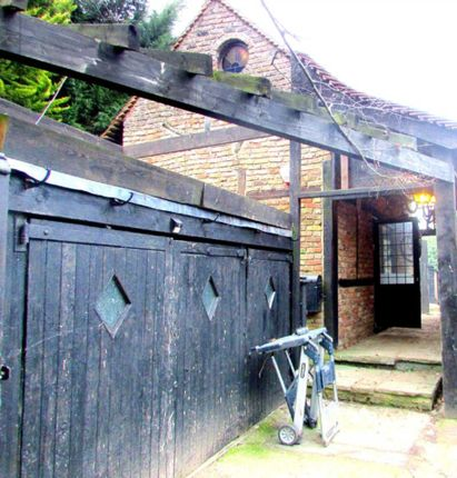Thumbnail Cottage to rent in Hillside Road, Pinner