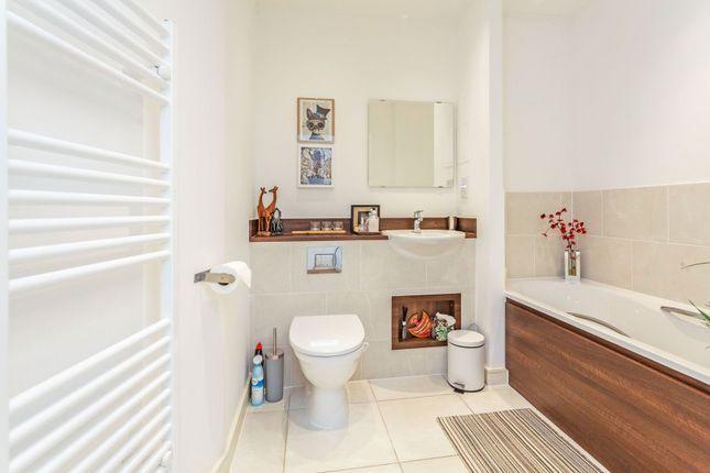 Bathroom of Whitestone Way, Croydon CR0