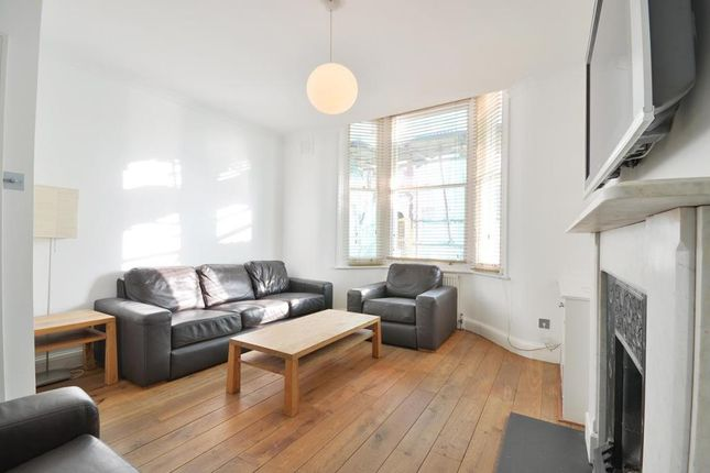 3 bed flat to rent in Messina Avenue, West Hampstead
