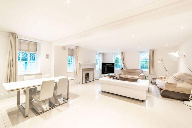 Flat to rent in Redington Gardens, Hampstead, London