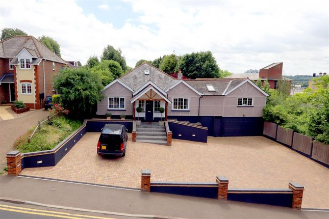 Thumbnail Detached house for sale in Hillfield Road, Hemel Hempstead