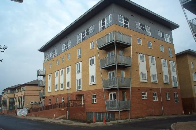 Thumbnail Flat for sale in Station Road, Elstree, Borehamwood