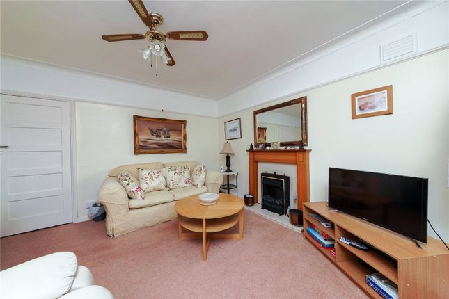 Picture No. 05 of Springfield Close, Stanmore HA7