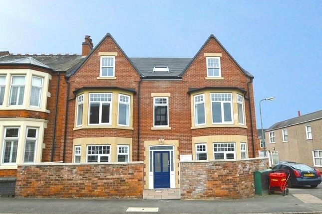 Thumbnail Flat to rent in Tom Brown Street, Rugby