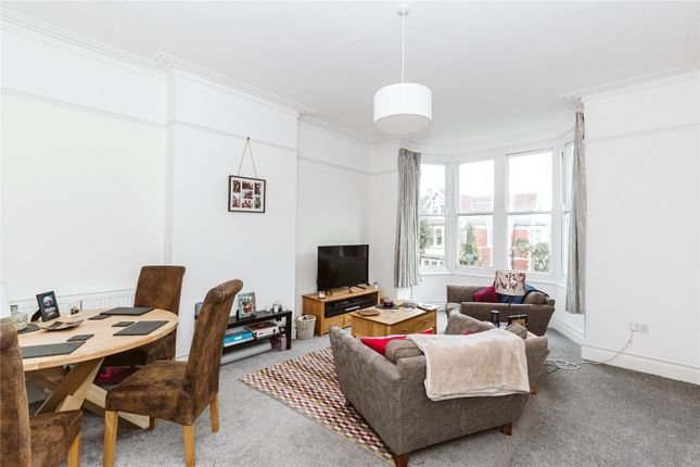 2 bed flat to rent in Cavendish Road, Henleaze, Bristol BS9