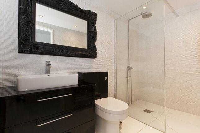 Bathroom of Swan Passage, London E1