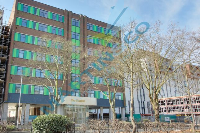 2 bed flat to rent in Victoria Avenue, Southend-On-Sea