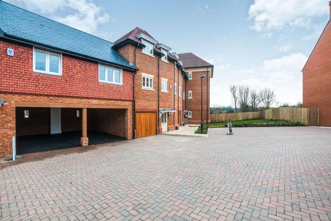 Thumbnail Flat to rent in Charlock Place, Woodhurst Park, Warfield