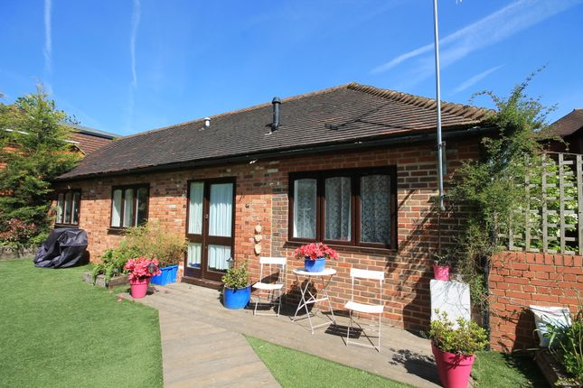 Thumbnail Detached bungalow to rent in Hartfield Road, Forest Row, East Sussex