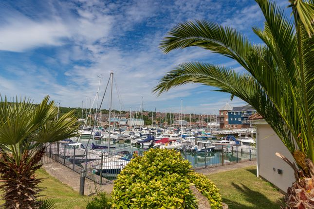 Thumbnail Flat for sale in Medina View, East Cowes, Isle Of Wight