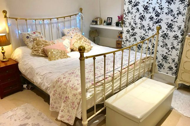 Thumbnail Terraced house to rent in Holmesdale Road, London