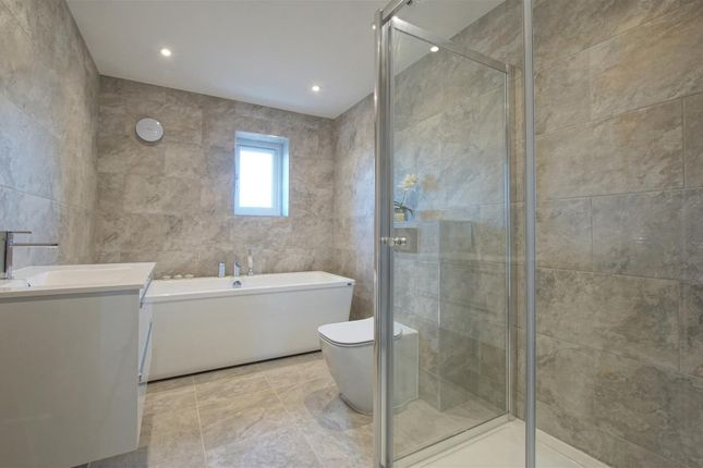 Bathroom1 (002) of Greenhill, Blackwell, Bromsgrove, Worcestershire B60