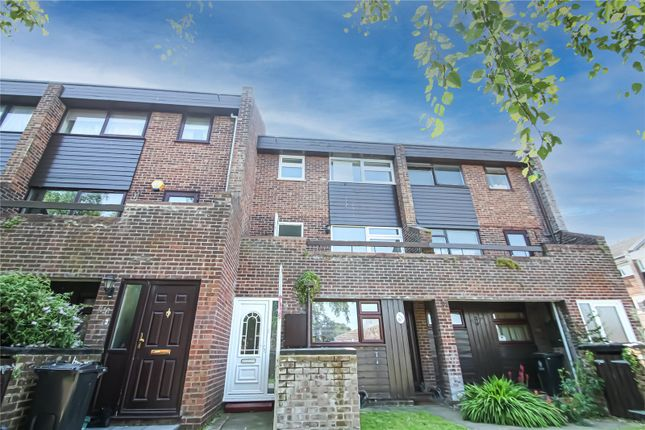 Thumbnail Detached house to rent in Knox Road, Clacton