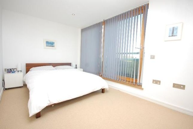 Thumbnail Flat to rent in Queen Annes Square, London