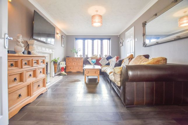 Thumbnail Detached house for sale in Hawthorns, Harlow