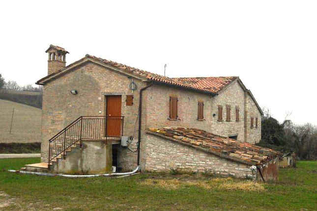 Thumbnail Country house for sale in Urbino, Pesaro And Urbino, Marche, Italy