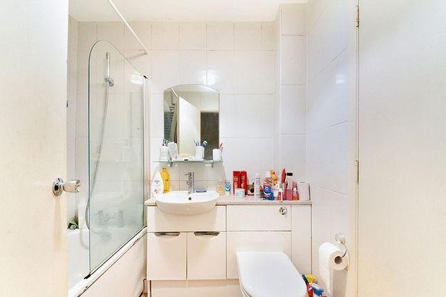 Bathroom of Veronica Gardens, London SW16