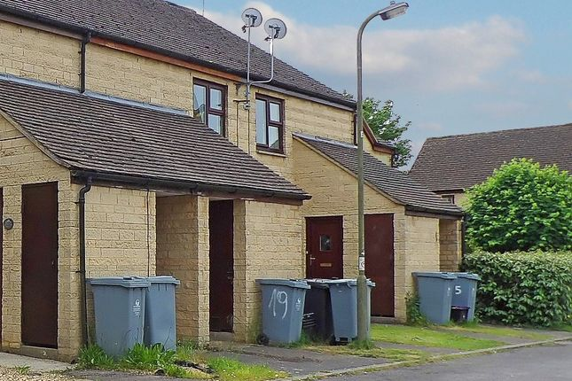 Thumbnail Flat to rent in Cogges Hill Road, Witney, Oxfordshire