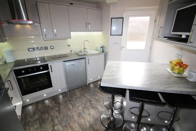 Kitchen of Cobblestones Drive, Ilingworth, Halifax HX2