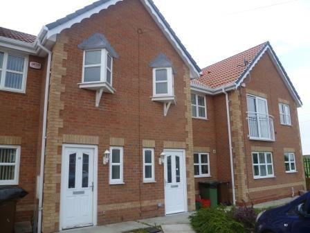 Thumbnail Town house to rent in Redhill Road, Castleford