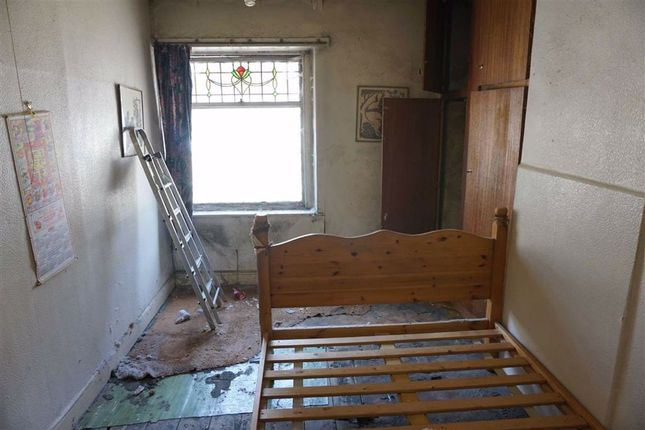 Double Bedroom of Thomas Street West, Halifax HX1